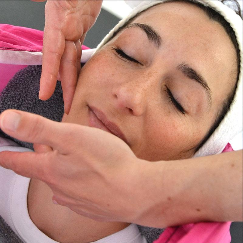 Ana Yerno, Be'Addict, massage du visage et du corps